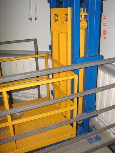 подъемник консольныйсерия CADENA испытание платформа внизу